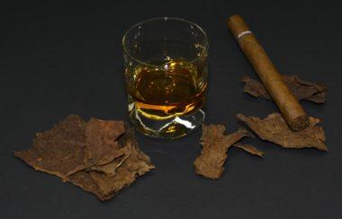 cigar-1473697_1920