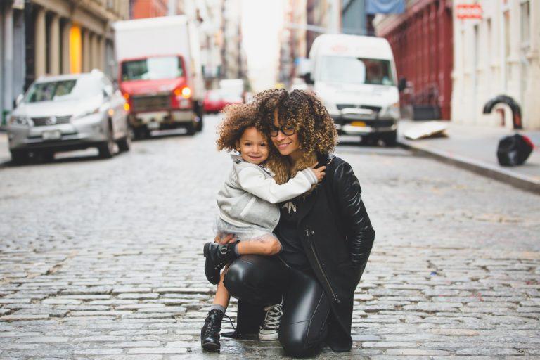 Les conflits mère-fille, la compréhension et l'amour comme solutions