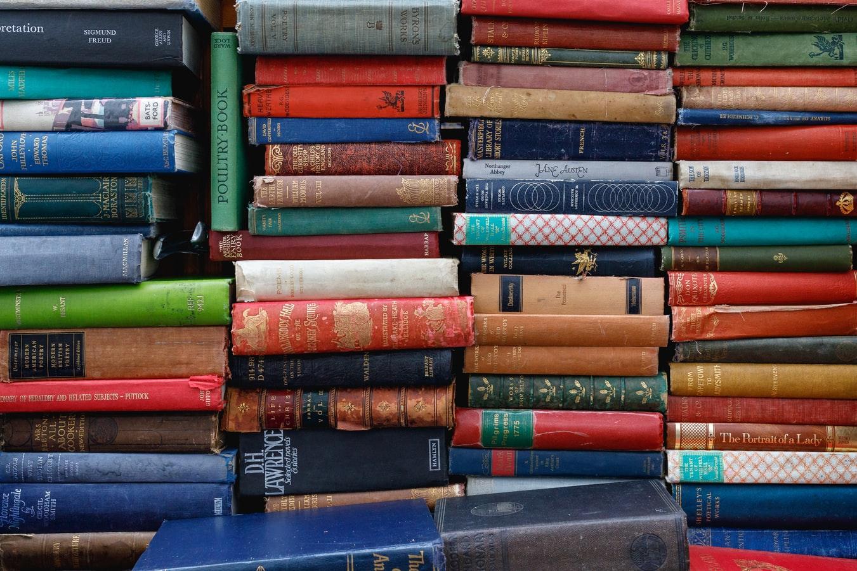 Connaitre la bibliomanie ou la syllogomanie des livres